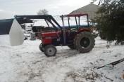 ciągnik rolniczy z turem
