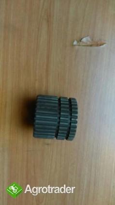 Piasta tuleja Renault 133,14 120,14 145,14 110,54 120,54 155,54 części - zdjęcie 1